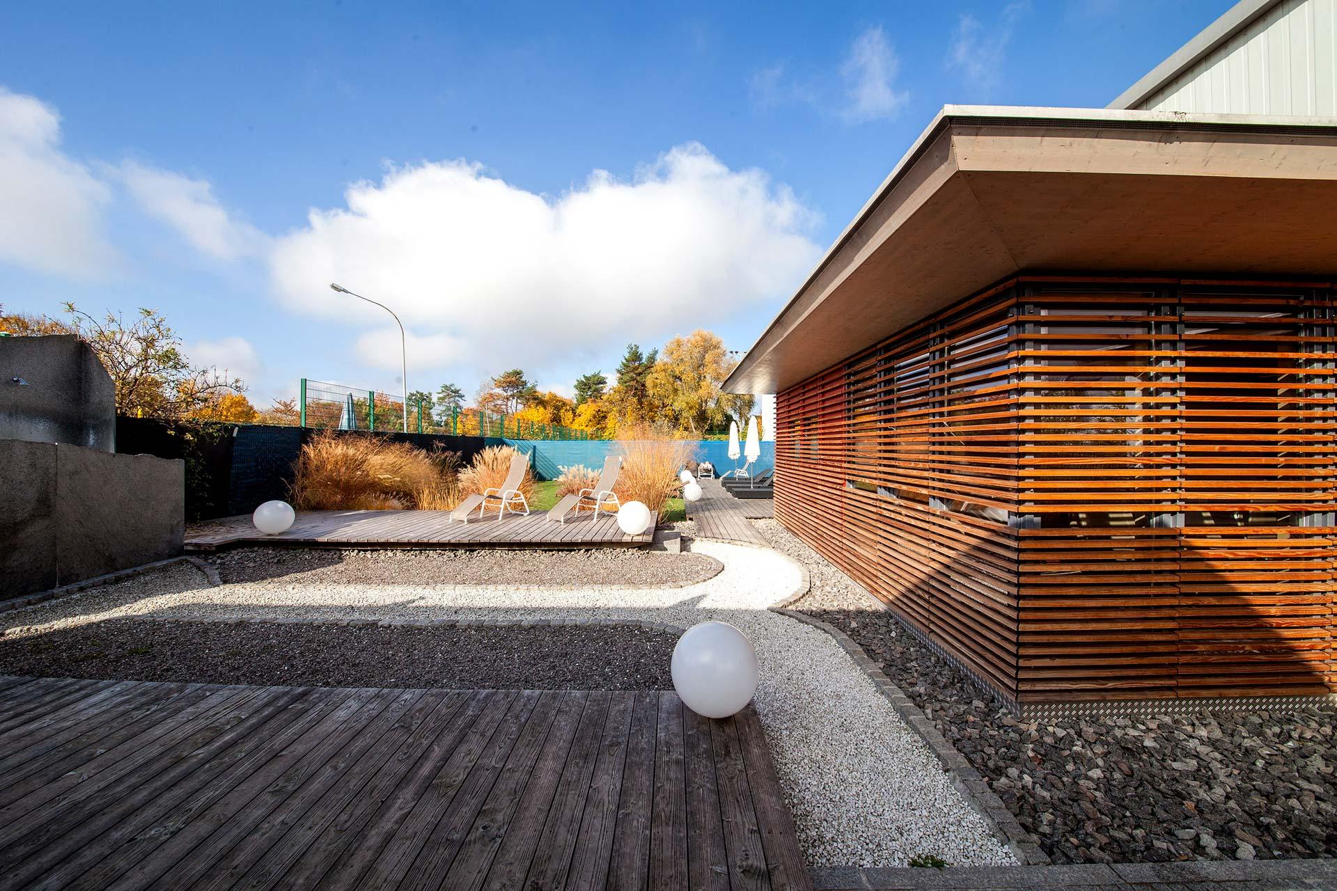 sauna-aussen-liegen-sportpark-freiburg-1920x1280px