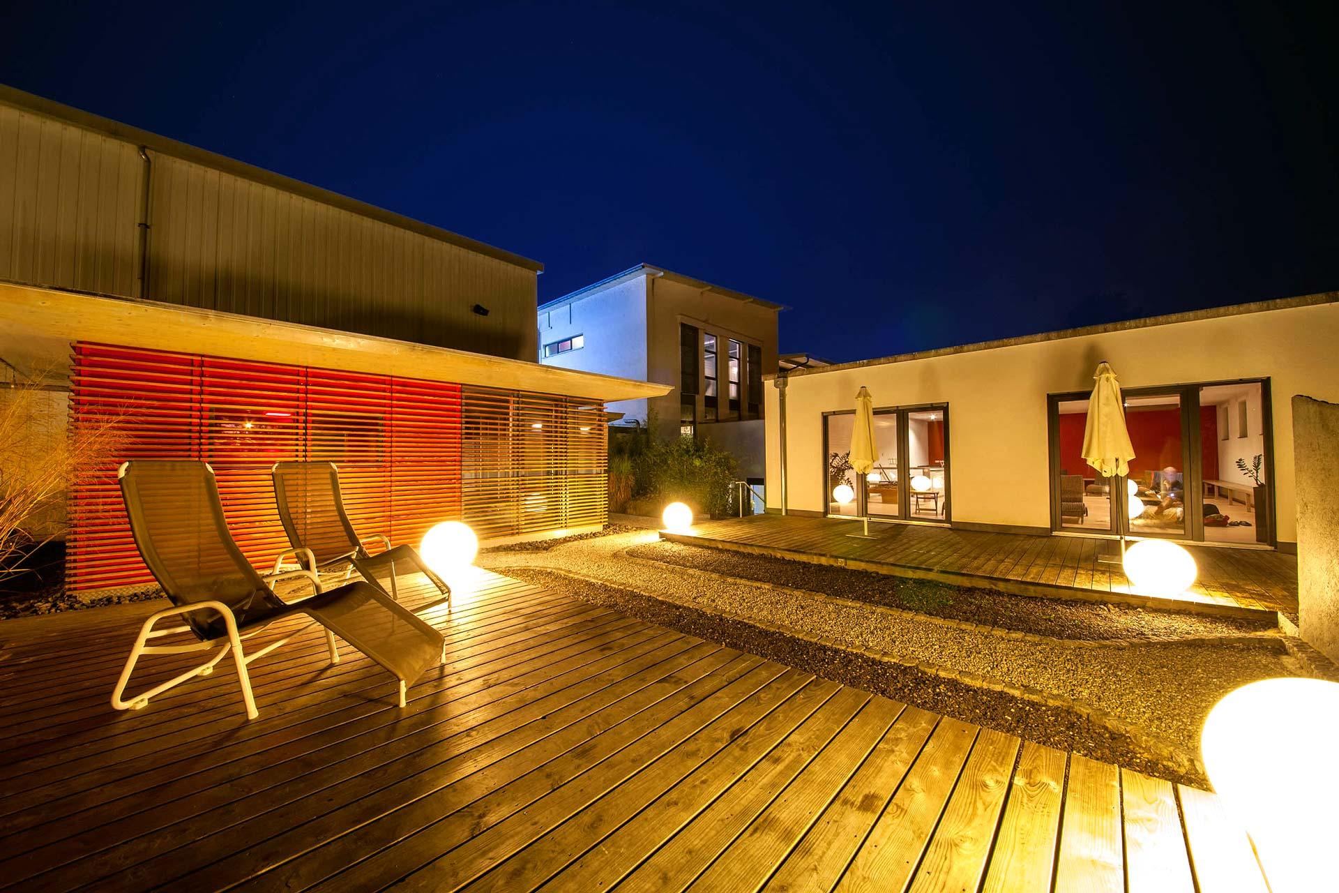 sauna-aussen-nacht-sportpark-freiburg-1920x1280px